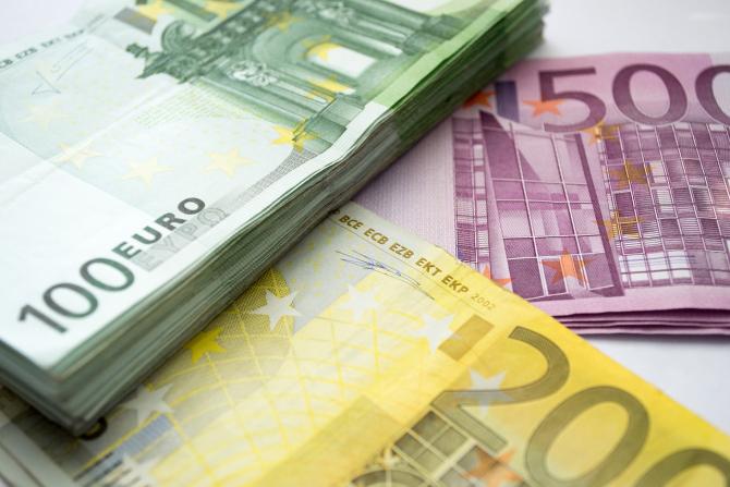 Grupul bancar francez Societe Generale se aşteaptă ca în acest an să constituie provizioane pentru pierderile generate de creditele neperformante în valoare de 3,5 până la 5 miliarde de euro