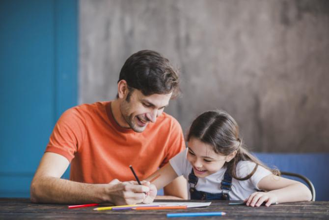 BANI mai mulți pentru CONCEDIU şi INDEMNIZAȚIA lunară pentru creşterea copiilor