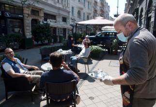 Grecia a permis cafenelelor şi restaurantelor să redeschidă de luni