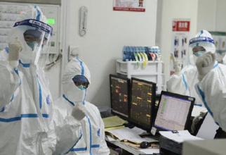 """Cercetătorii americani au DESCOPERIT virus """"viabil"""" în aer la 5 metri de un pacient"""