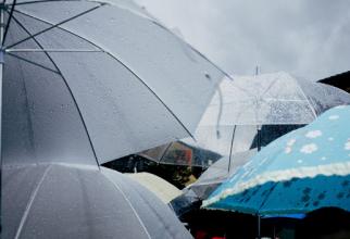 Umbrela va deveni accesoriu obligatoriu