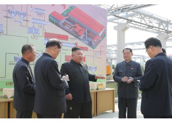 Liderul nord-coreean Kim Jong Un a participat vineri la inaugurarea unei fabrici de îngrăşăminte
