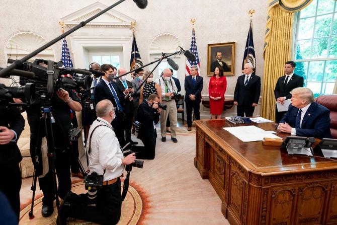 Donald Trump vrea să pună în genunchi rețelele de socializare