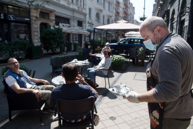 Pandemia costă economia grecească aproape 3 miliarde de euro pe lună