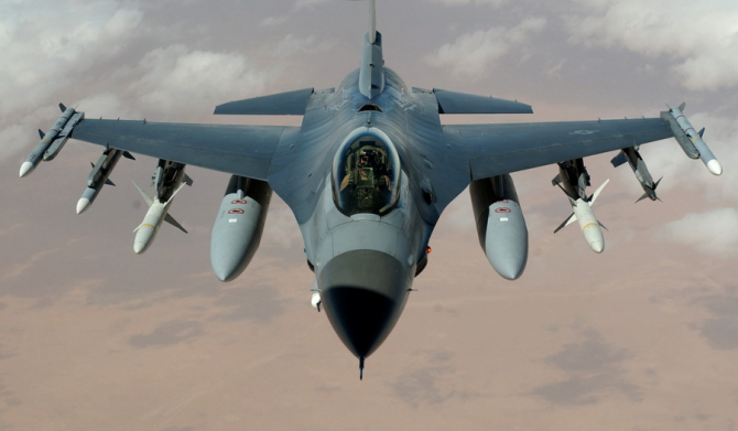 Avionul F-16