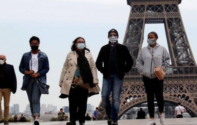 Guvernul francez nu doreşte ca cetăţenii săi să călătorească în străinătate în această vară şi recomandă ca aceştia să îşi petreacă vacanţele în Franţa