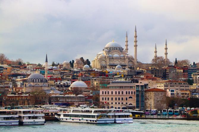 Turcia a majorat de la 0,2% la 1% taxa percepută la achiziţionarea de valută