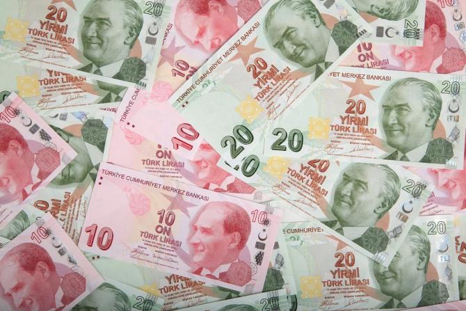 Trei bănci majore au intrezis la tranzacționarea lirei turcești