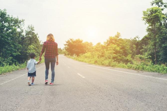 Guvernul nu s-a gândit la situațiile mai delicate ale părinților singuri