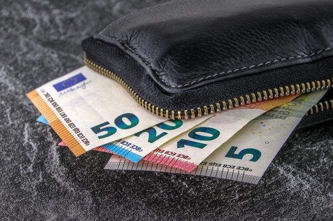 Americanii bogați cumpără cluburi de fotbal europene la prețuri reduse