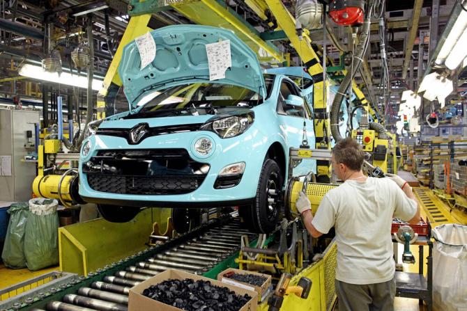 Renault va fabrica 5 noi modele de autovehicule hibrid