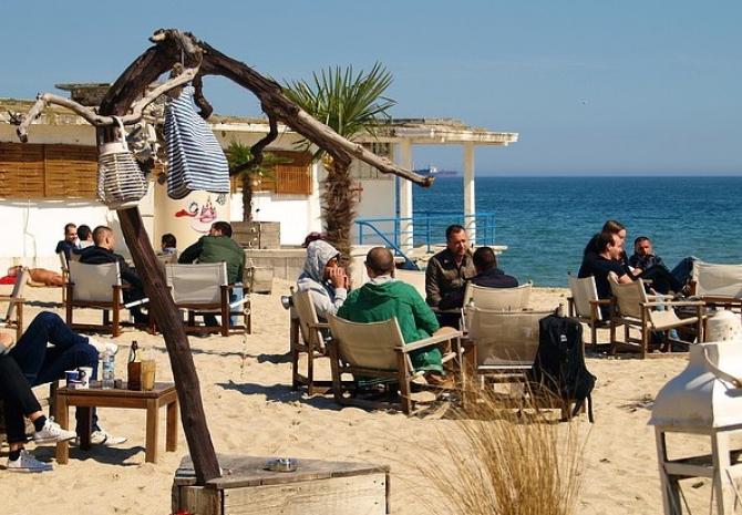 Insula Cipru a primit marţi primii turişti după ce frontierele sale au fost închise aproape trei luni
