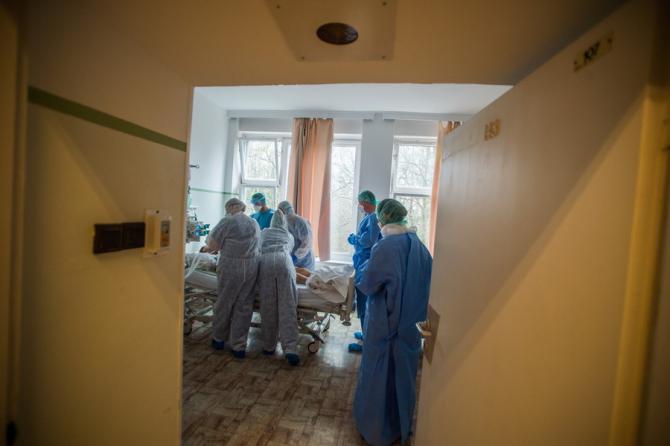 Numărul îmbolnăvirilor în România crește exponențial
