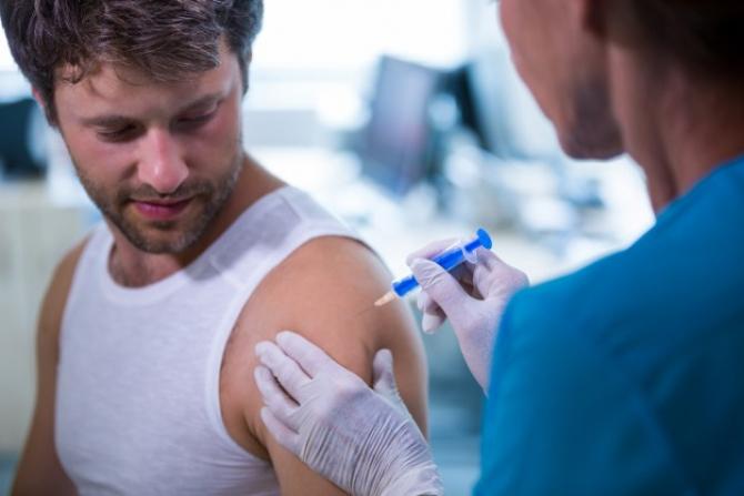 Conflict între SUA și Franța pe tema vaccinului produs de Sanofi
