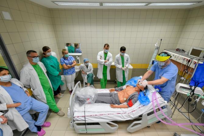 Peste o treime dintre pacienţii trataţi pentru COVID-19 într-un mare sistem medical din New York au dezvoltat leziuni renale acute
