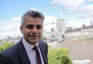 Primarul Londrei, Sadiq Khan, i-a cerut luni guvernului condus de către premierul Boris Johnson să extindă perioada de tranziţie