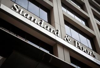 Experții agenției de evaluare ar putea revizui în scădere ratingul