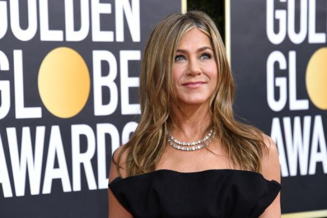 De mai bine de 10 ani acest triunghi amoros cu Brad Pitt, Angelina Jolie și Jennifer Aniston este foarte comentat.