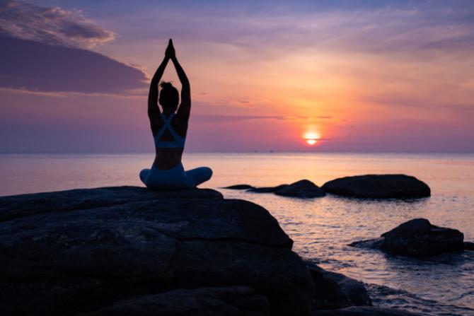 """Yoga contribuie la construirea unui """"scut"""" imunitar împotriva noului coronavirus"""