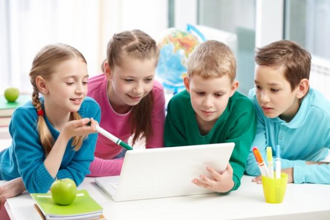 Bani pentru calculatoarele elevilor și studenților