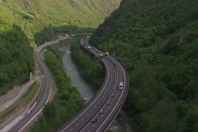 Premierul susține că mare parte din autostrada Pitești-Sibiu va fi terminată în timpul guvernării actuale
