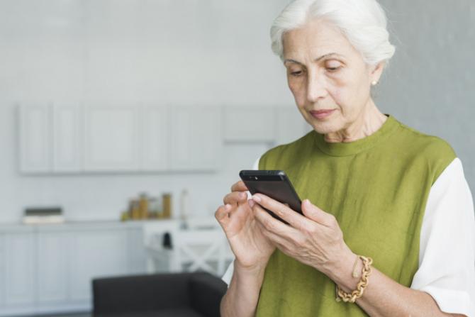 Potrivit unui nou studiu, telefoanele mobilede pe Android și iPhone transmit datele producătorului în medie la fiecare 4,5 minute.