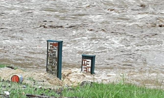China INUNDATĂ! Râurile au crescut la cele mai înalte cote din ISTORIE