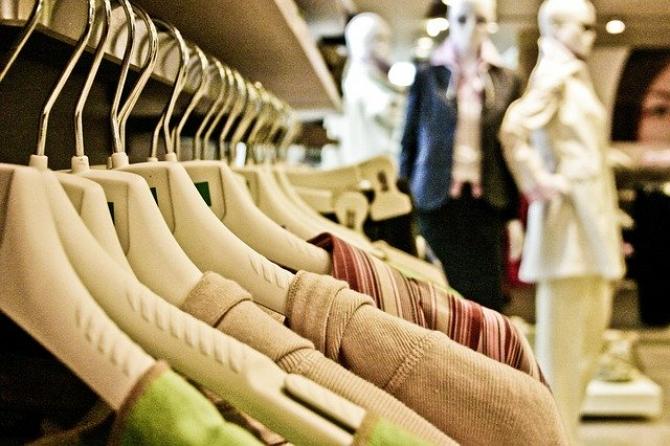 Se vor închide peste 1000 de magazine