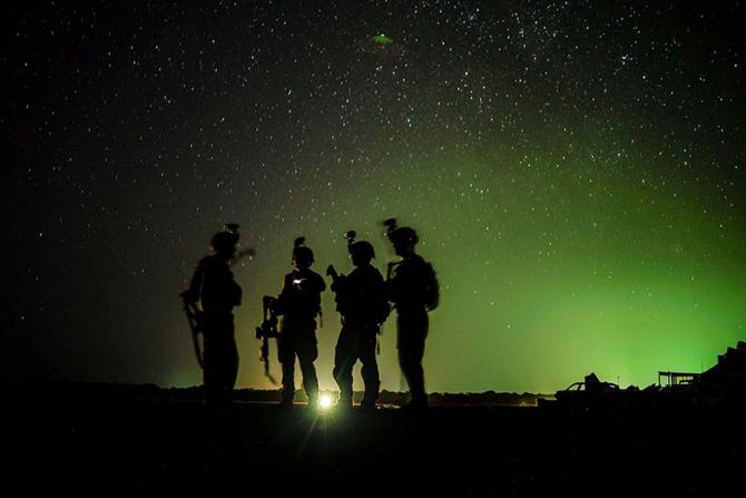 DARPA dezvoltă un implant pentru a ajuta militarii combatanți