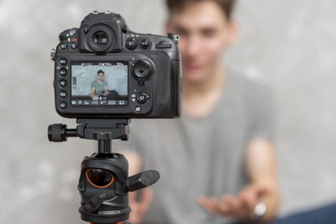Se pot câțtiga bani serioși din vlogging