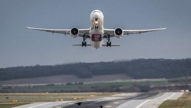Transportul aerian de pasageri a înregistrat o SCĂDERE