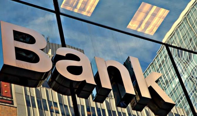 Sunt două astfel de bănci