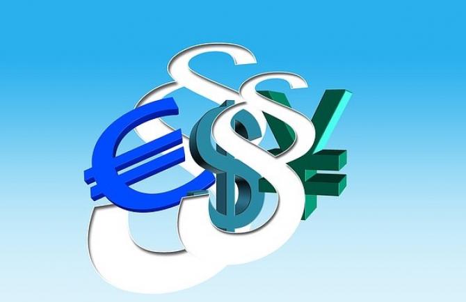 Dolarul ar putea pierde bătălia cu celelalte valute