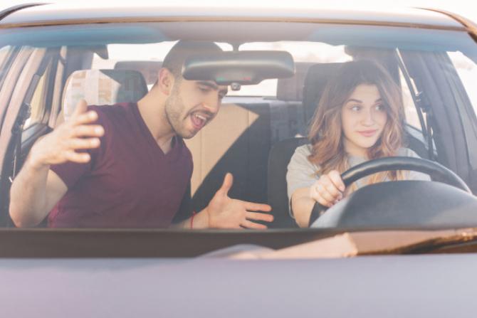 Se reiau examenele pentru permisul auto