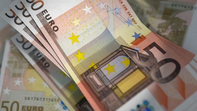 """Fitch apreciază că """"este puţin probabil"""" ca Bulgaria şi Croaţia să adere la zona euro înainte de 2024"""