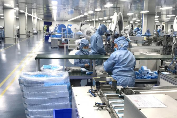 Fabrica produce măști foarte ieftine