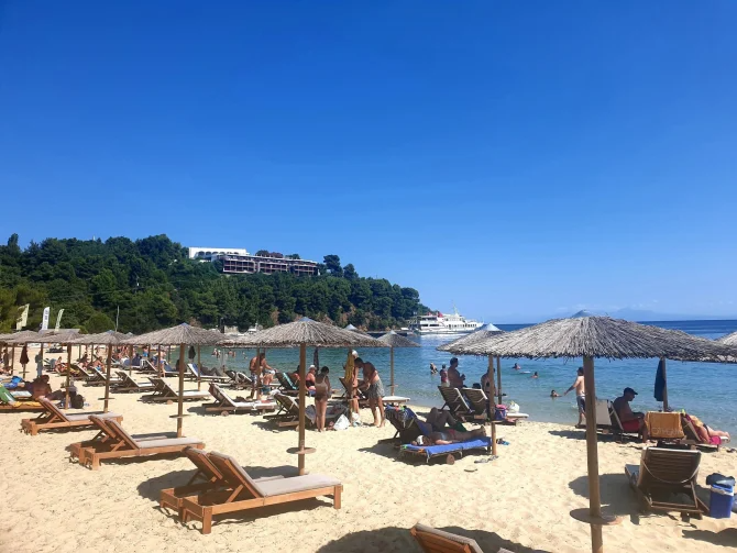 Turiștii pot intra în Grecia pe baza adeverinței de vaccinare (mai veche de 14 zile) sau a unui test PCR efectuat în ultimele 72 de ore.