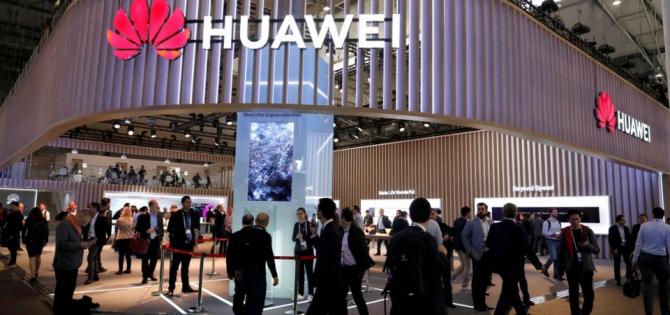 Livrările de telefoane Huawei pe piața din China s-au redus dramatic