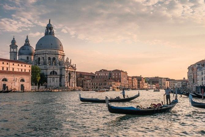 Noi condiţii pentru cei care merg în Italia din 15 mai