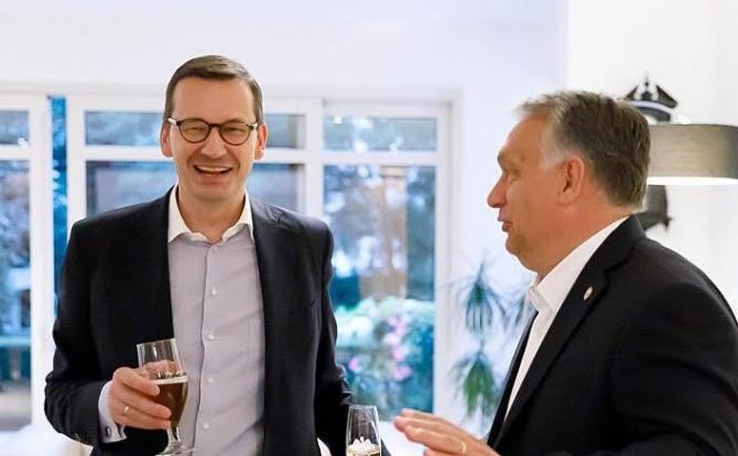 Premierul Poloniei, împreună cu omologul ungar, Viktor Orban