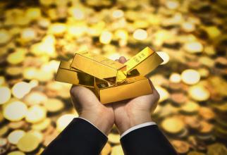 Prețul AURULUI a atins un NIVEL RECORD, pe fondul deprecierii dolarului