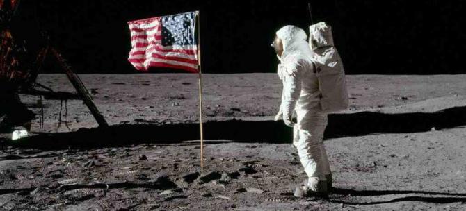 Neil Armstrong credea în existența extratereștrilor după călătoria pe lună