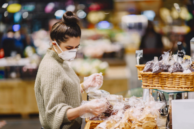 Franța dă LIBER la cumpărăturile de Crăciun. Totul cu o condiție