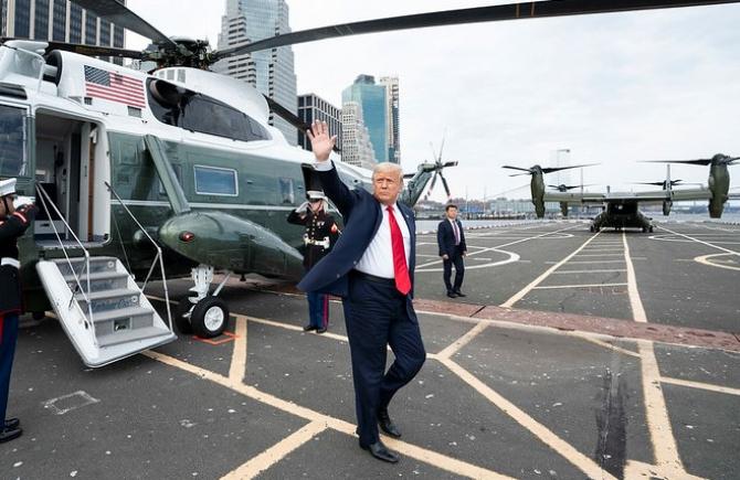 Donald Trump se abate de la tradiții