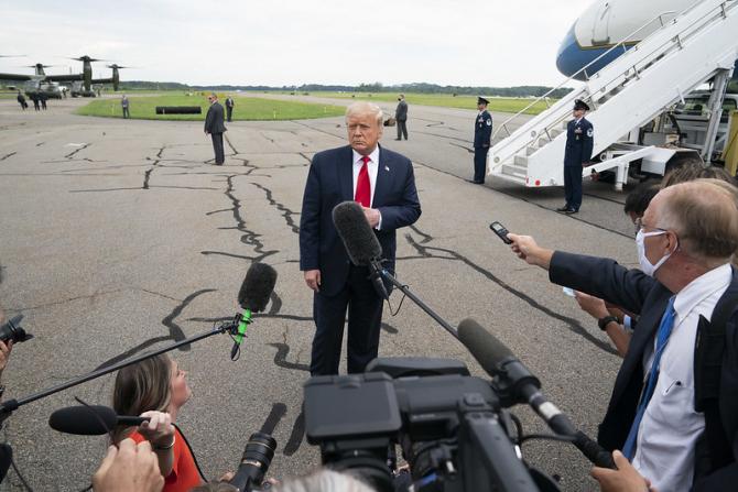 Donald Trump, extrem de critic