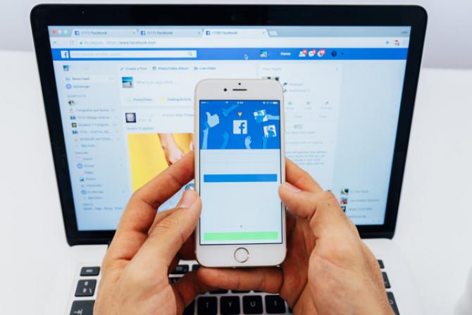 ALgoritmul Facebook a favorizat dezinformarea