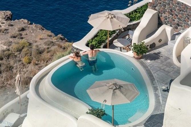 Hotelierii din Grecia așteaptă anul acesta 700.000 de turiști români