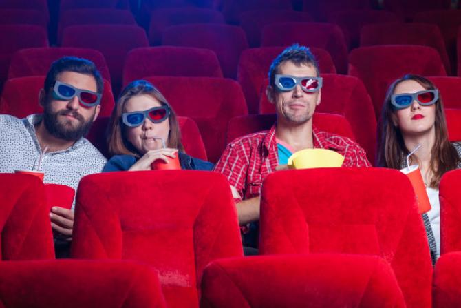 Oliver Stone inaugurează primul cinematograf plutitor din Roma