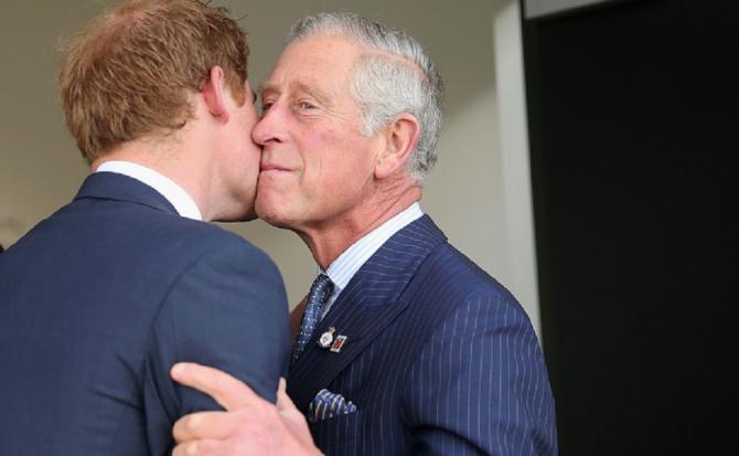 Șoapte REGALE! Ce i-a spus Prințul Charles la ureche Prințului Harry