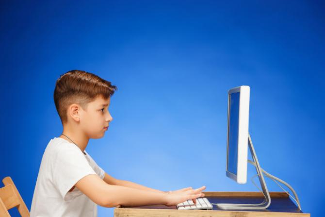 Preşedintele Federaţiei Sindicatelor din Educaţie: Randamentul elevilor în învăţământul online e prost